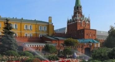 Обслуживание системы автоматического полива на территории Московского Кремля.